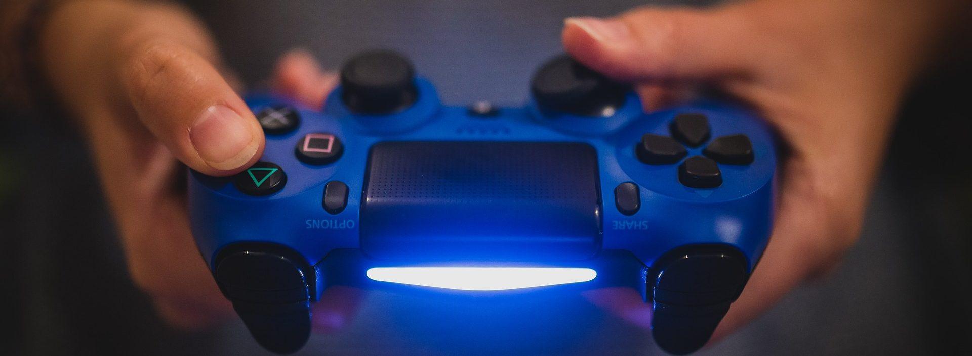 浮気・ネット恋愛に発展する確率が高いオンラインゲームの危険性!